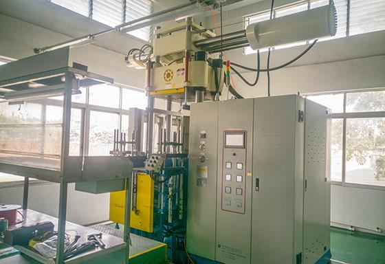 300T橡胶注射机